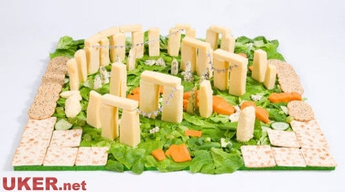 英国食物艺术家用10公斤薯条搭建地标景观