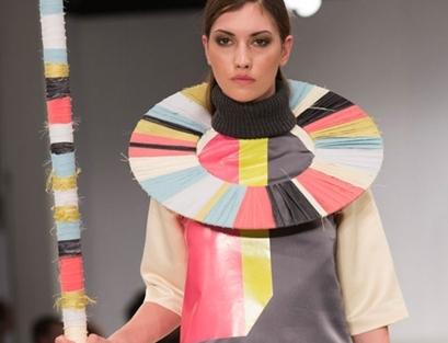 英国大学毕业生时装秀:脑洞大开 惊煞旁人