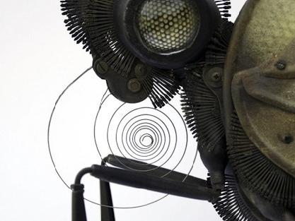 英国艺术家巧手之作 金属废料制精巧动物标本