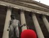 伦敦大学学院门口裸男雕像